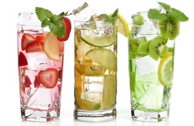 copos-com-agua-infusão-de-frutas.png