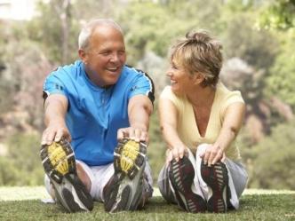 casal-idosos-exercicio-desporto-450x338-ok
